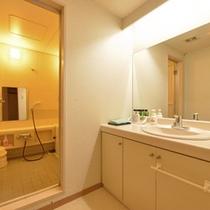 *特別室・洗面台とお風呂