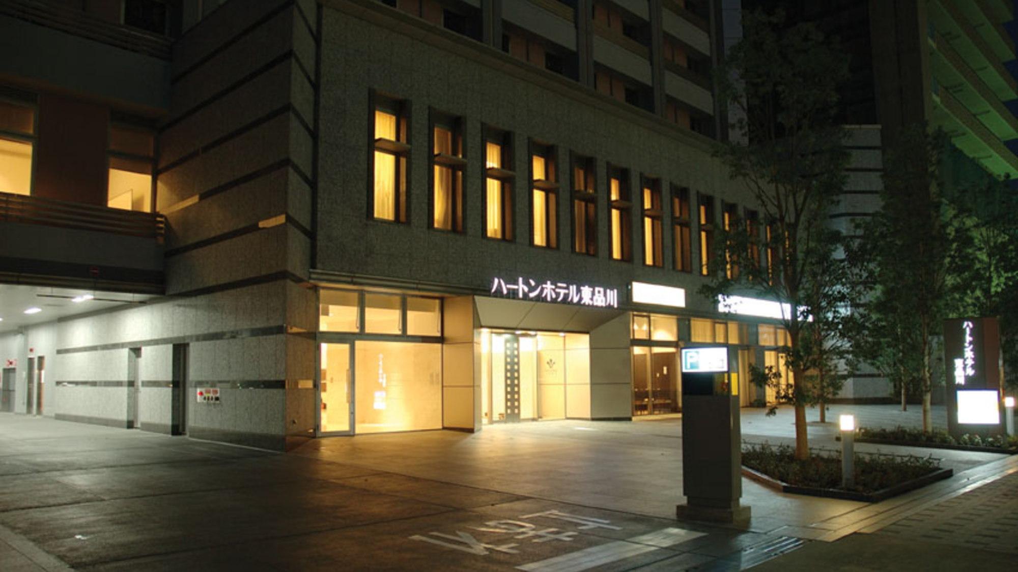 駐車場入口(夜)