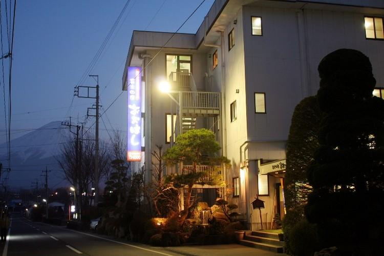 玄関前から見える富士山