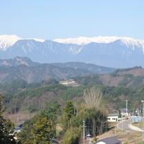 *冬になると雪化粧をした北アルプスの山々が見られます
