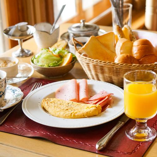 朝食セットメニューオムレツ