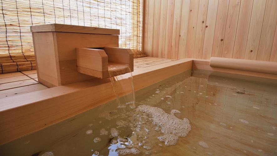 温泉露天風呂付客室の温泉露天風呂