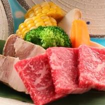 信州アルプス牛と信州ポークの二色陶板焼き
