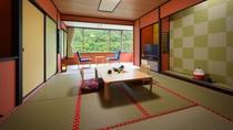 【客室一例】渓谷側和室10畳。季節の移り変わりをお部屋からお愉しみ下さい