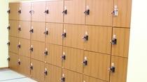 【鍵付きロッカー】無料の鍵付きのロッカーを設置。入浴中も安心です。