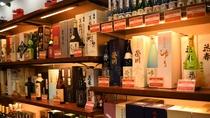 【お土産処・会津のれん】地酒も豊富に取り揃えております。