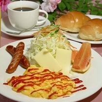 *[ご朝食一例]洋朝食をご用意致します(卵料理/ウインナー/バターロール/果物/飲み物)