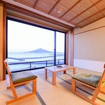 *【客室:一例】和室14畳 利尻富士が一望できる大きな窓