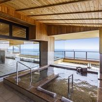 【露天風呂】香深港をバックに利尻富士を臨む最高のロケーション。心も体も癒されるひと時を。