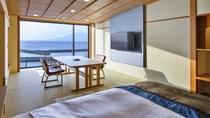 【和洋室】開放的な窓から利尻富士や海を眺められるお部屋です。4K50インチのテレビ付きです。