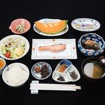 *【朝食:一例】利尻昆布で炊いたおかゆも選べます。