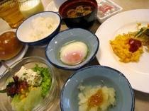 和食を中心とした朝食ミニバイキング