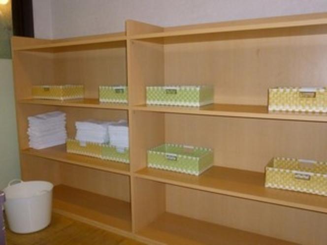 【大浴場】清潔でシンプルな脱衣場