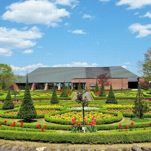 観光地:四季の里公園 芝生広場や水車小屋、ガーデン、ガラス工房等、一日中遊べる人気スポットです。