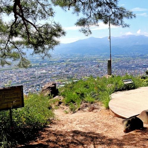 観光地:信夫山 福島のシンボル信夫山。お花見や夜景スポットとしても人気です。