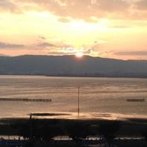諏訪湖に沈む夕陽