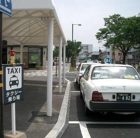 タクシー乗り場まで30歩!雨に濡れずに乗車できます