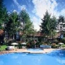 夏季には屋外プールもご利用いただけます。