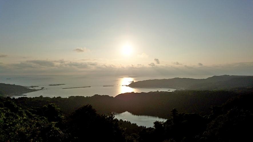 温泉郷から車で10分八望台から見る夕陽