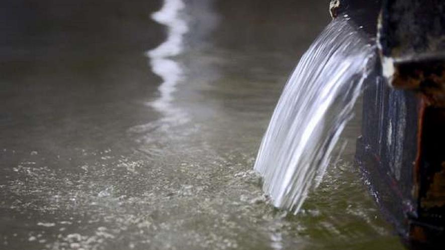 【豊富な湯量のかけ流し温泉】