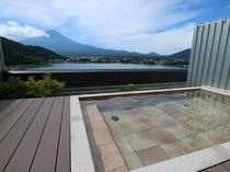 """富士山を望む絶景貸切露天 """"湖の鏡"""""""