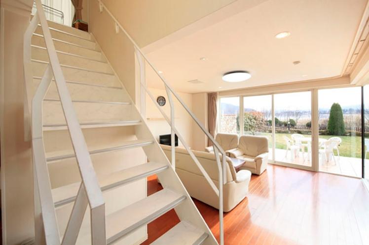 カモミール リビングから階段