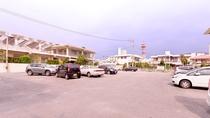 *[駐車場]ホテルから徒歩1分の場所にある50台収容可能な駐車スペース