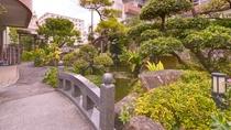 *[外観/庭園]大きな鯉が泳ぐ池付の庭園