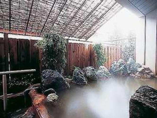 内湯の隣には露天風呂もあり(男女入替え有り)