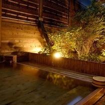 夕暮れの露天風呂 ヒノキ