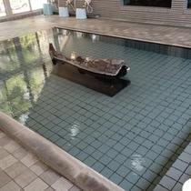 【虹マス風呂】天然温泉掛け流しのにじます風呂