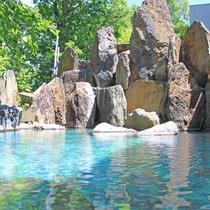 【夏の峡谷露天風呂】