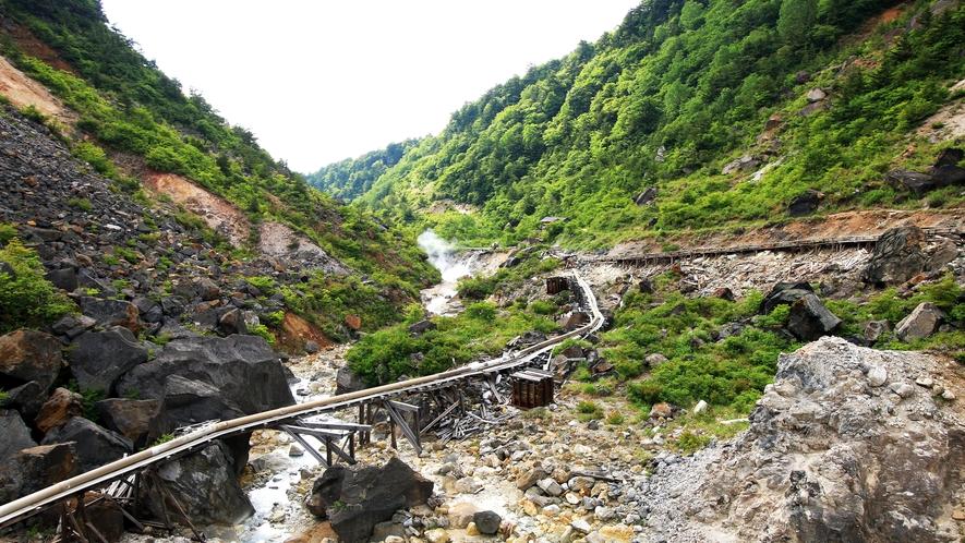 ■薬湯たる所以_安達太良山の噴火口近くから7kmも引湯。先人の知恵と苦労が今も引き継がれています。