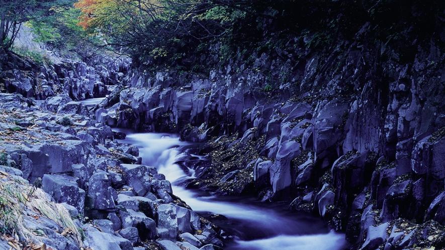 ■周辺観光/中津川渓谷_紅葉シーズンは絶景が広がります。