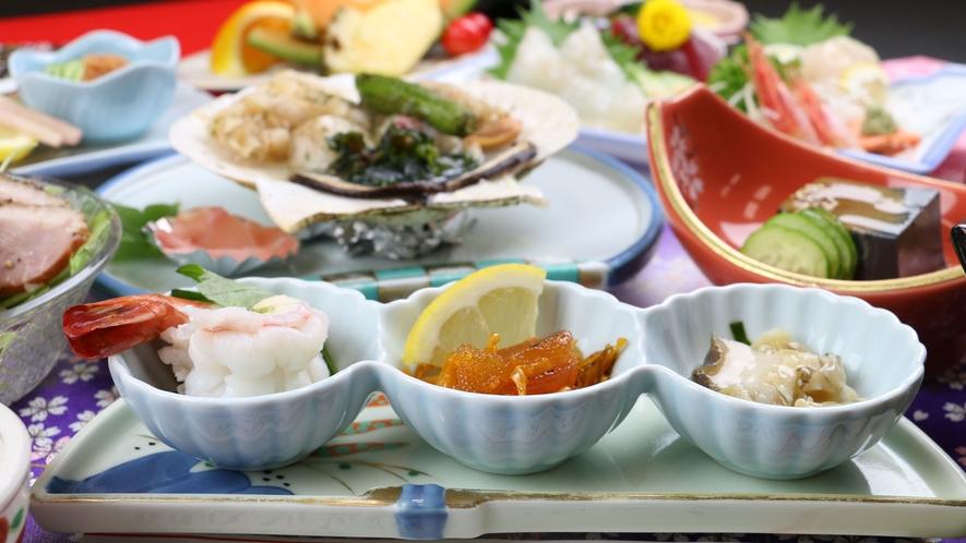 ■ご夕食一例・イメージ_季節の食材を使用した和食膳。旬の山菜や郷土料理をお楽しみください。