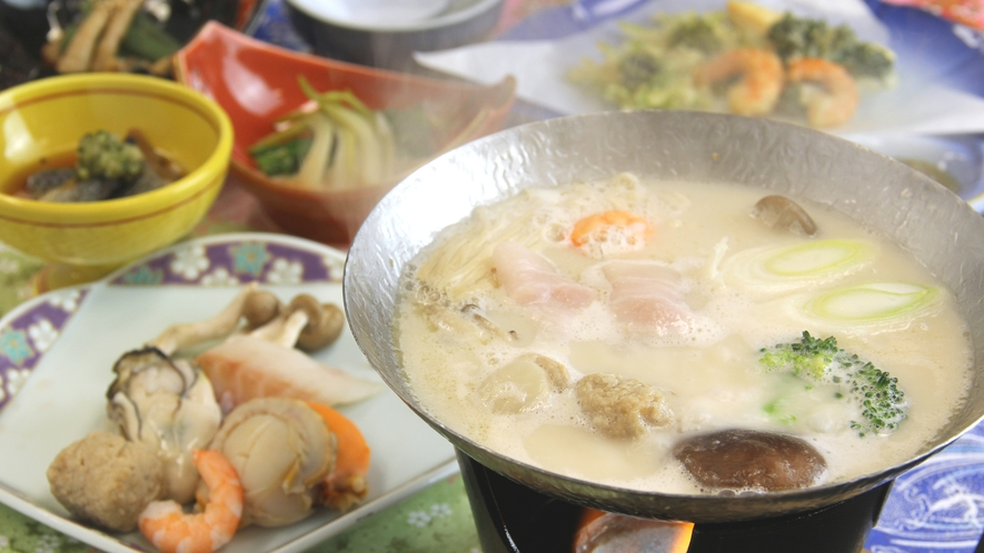 ■ご夕食一例・冬限定 豆乳鍋_豆乳だしのスープと上品な味わいの麓山高原豚は相性抜群です。