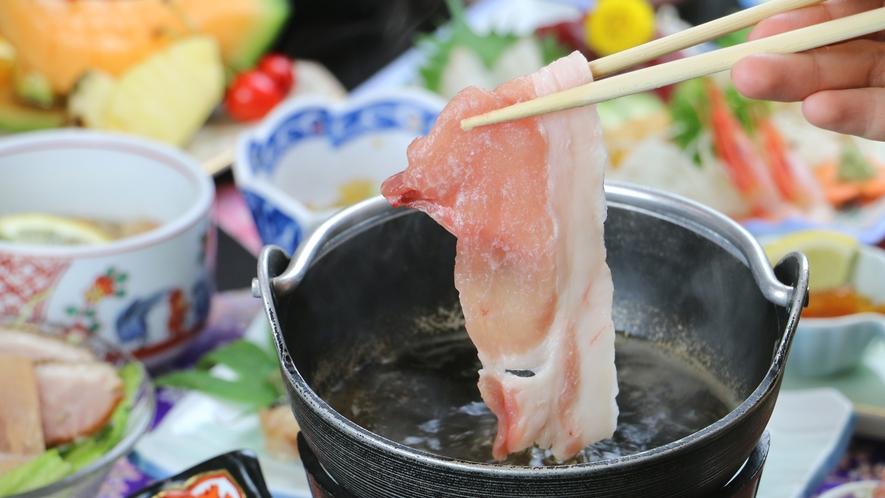 ■ご夕食一例・豚しゃぶコース_やわらかくさっぱりとしたお肉は上品な味わい。