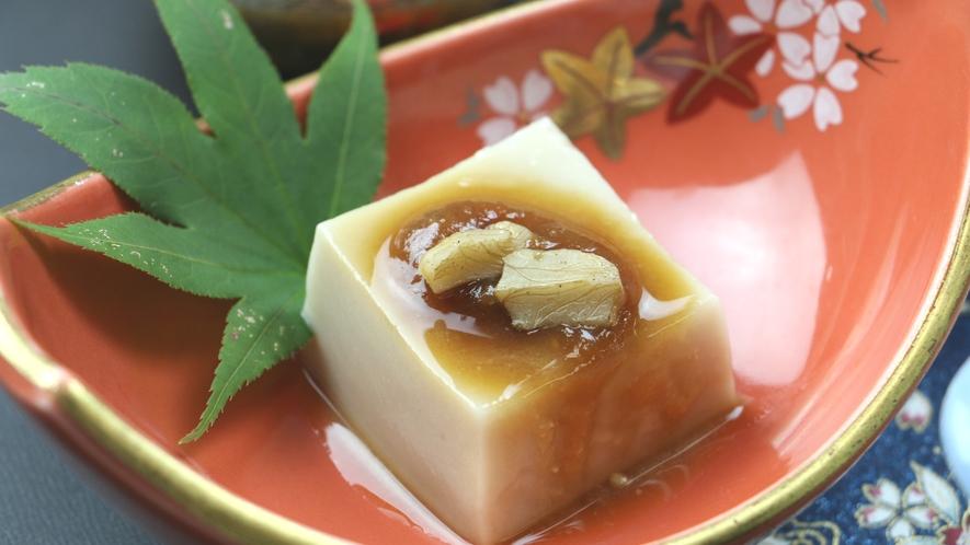■ご夕食一例・イメージ_胡麻豆腐や山菜小鉢など、季節の和食膳を召し上がれ