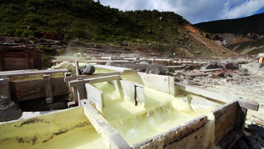 ■薬湯たる所以_毎分13400リットルの湧出量!常に新鮮な湯がめぐる日本一贅沢な名湯です。