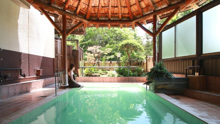 ■温泉_たっぷりと流れる源泉かけ流しの薬湯!野趣溢れる混浴露天で文化と歴史も楽しみながら堪能。