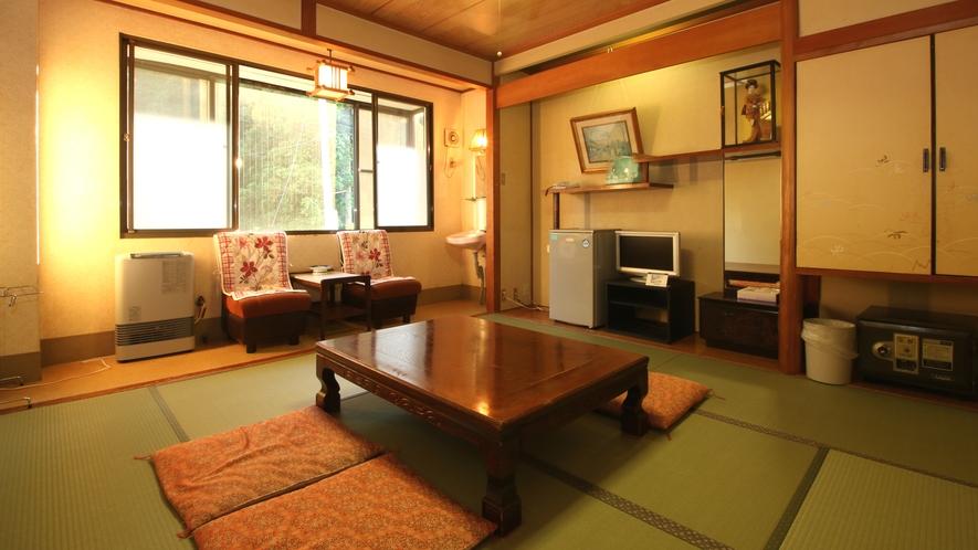 ■客室・旧館和室8畳_客室には、踏込+洗面+トイレ+縁側がどのタイプにも付いています。