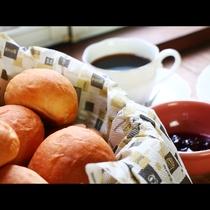 【朝食】おかわり自由な手づくりパン♪シャムも手づくり♪