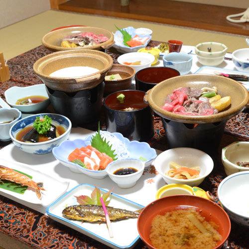 *【夕食一例】飛騨牛の陶板焼き付の和食料理をご用意いたします。