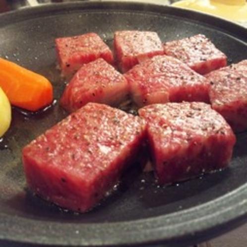 特選牛ステーキ(A4以上を厳選)焼き方はお客様のお好みで♪