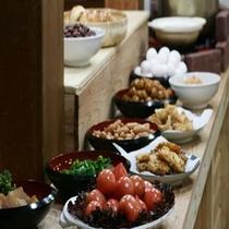 朝から元気に!和風旅館の朝食バイキング