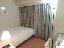 シングル・セミダブルルーム【15平米 130㎝幅ベッド】