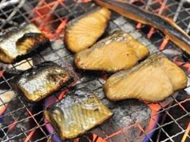 『お魚の炙り』お魚やイカなどをお客様自身で焼いてお召し上がり下さい♪