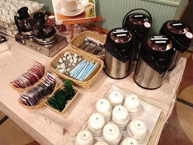 コーヒー・紅茶などの温かい飲み物もご用意しております。