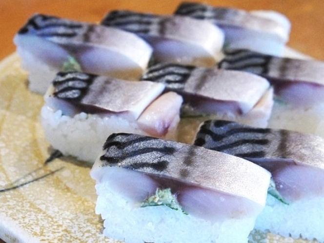 寿司居酒屋『かまくら』の看板メニュー!肉厚の【さば寿司】