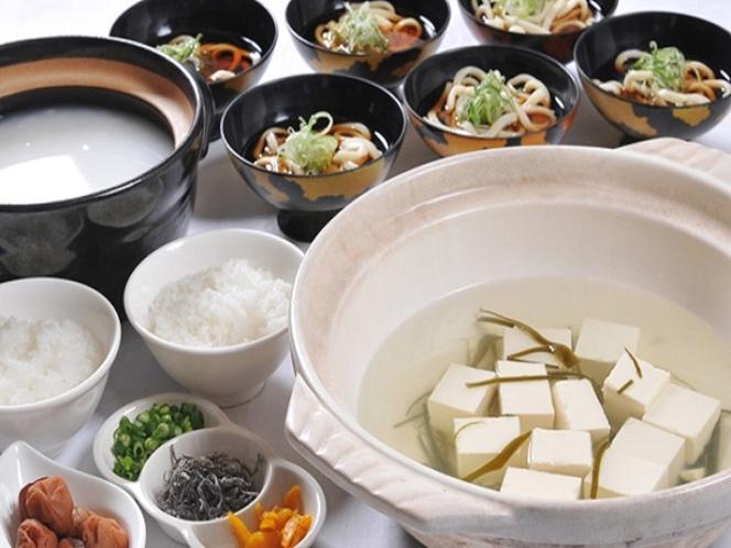 和食の種類も豊富で地元食材の料理も多数ご用意しております